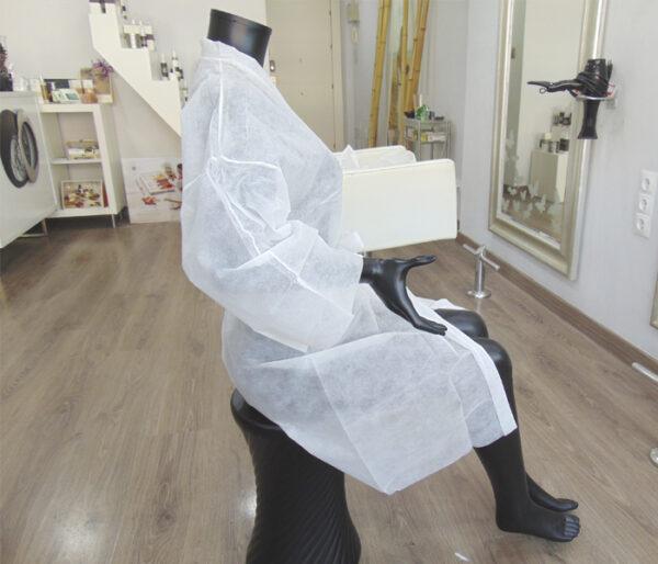 kimonos desechables peluqueria blancos 3