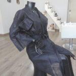 kimonos desechables peluqueria negros 2