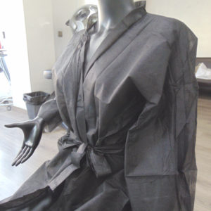 kimonos desechables peluqueria negros