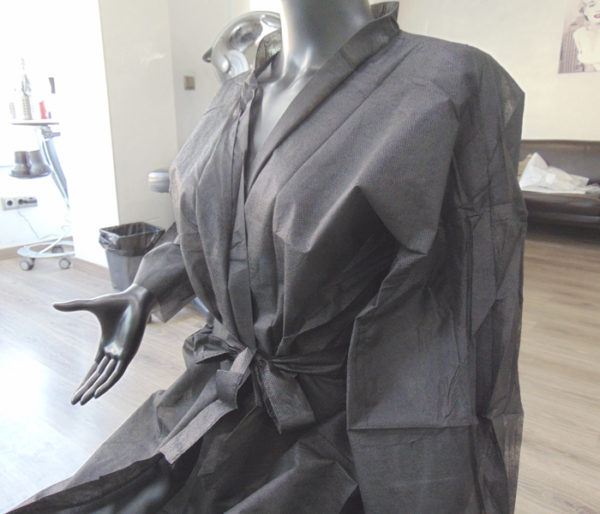 kimonos desechables peluqueria negros 4