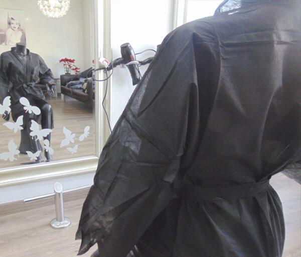 kimonos desechables peluqueria negros 5