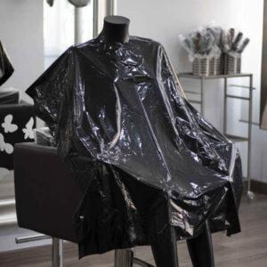 capas de corte desechables en material plástico para peluquería y barbería negras